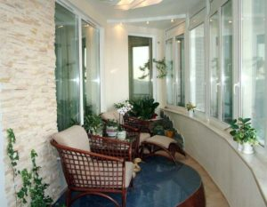 Теплое остекление балконов Rehau